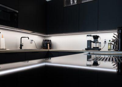 Upea keittiönäkymä, jonka on toteuttanut Rakennuspalvelu T&T Oulun seudulla.
